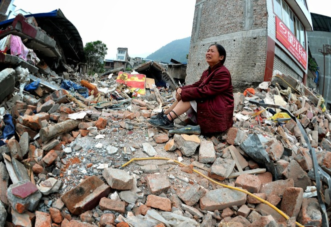 terremoto_mulher_sichuan_china_escombros0